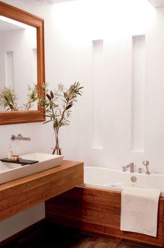 Salle de bains bois et blanc