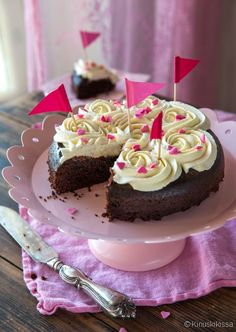 suklaakakku mikrossa - kinuskikissa A Food, Food And Drink, Single Layer Cakes, Good Bakery, Salty Foods, Sweet And Salty, Sugar And Spice, Chocolate Cake, Food To Make