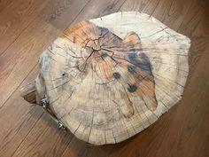 Boomstam bijzettafeltje beschilderd met hond in popart stijl #deco #decoration #decorideas #wood #treetrunk #boomstamtafel #painting #popart #art #homedecor #home #handmade #trndy