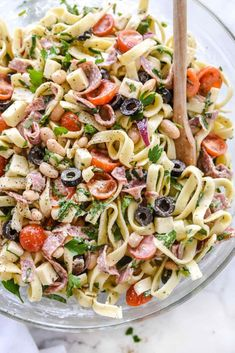 Easy classic pasta salads are the trademark of summer BBQs, pool parties, and potlucks. These 30 pasta salads will keep your picnic table full all summer. Tortellini, Healthy Foods To Eat, Healthy Recipes, Savory Foods, Delicious Recipes, Easy Recipes, Tuscan Pasta, Boat Food, Beach Dinner
