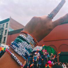 bracelets with beads Kandi Bracelets, Summer Bracelets, Cute Bracelets, Colorful Bracelets, Beaded Friendship Bracelets, Jewelry Bracelets, Diy Beaded Bracelets, Embroidery Bracelets, Chain Bracelets