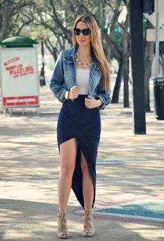 Street Style Looks With Long Skirts For Spring - Fashion Diva Design. Still in love with this skirt