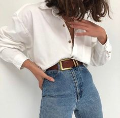 Jan 2020 - Comment porter une chemise blanche avec style Advice and ideas of outfits to wear your white shirt without making it Mode Outfits, Trendy Outfits, Dress Outfits, Cute Vintage Outfits, Hipster Outfits, Grunge Outfits, Summer Outfits, Look Fashion, 90s Fashion