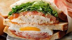 本日キャンペーン開始スタバでサンドイッチとドリンクを買うとピクニックシートがもらえるキャンペーン