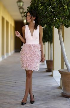Hot Sale Sex Deep V-Neck Knee Length Cocktail Dress Feather Skirt Pink Cocktail Dresses V-neck Backless Sexy Short Party Dress