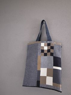 布と刺し子のコラージュbag Patchwork Bags, Quilted Bag, Handmade Handbags, Handmade Bags, Creative Bag, Fab Bag, Linen Bag, Denim Bag, Purse Patterns