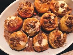 ugnskokta äpplen med nötter och glass - flora.metromode.se Flora, Baked Potato, Muffin, Baking, Breakfast, Ethnic Recipes, Desserts, Glass, Morning Coffee
