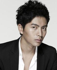 [K-Profile] Name Lee Min-Ki Hangul: 이민기 Birthdate: January 16, 1985 Birthplace: South Korea Height: 184cm Blood Type: A  Movies ~  https://www.instagram.com/p/BBJfDz5pTDM/?taken-by=koreabasecamp