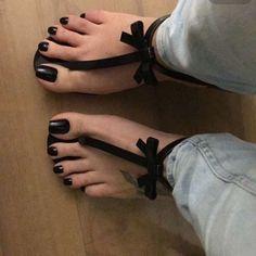 Black Toe Nails, Pretty Toe Nails, Pretty Toes, Beautiful Sandals, Beautiful Toes, Feet Soles, Women's Feet, Acrylic Toes, Nice Toes