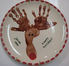 Hand print and foot print Reindeer plate - 10 Easy Kids Christmas Crafts! #DIY