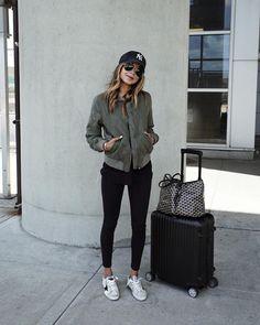 67K vind-ik-leuks, 364 reacties - JULIE SARIÑANA (@sincerelyjules) op Instagram: 'My airport style in our bomber jacket @shop_sincerelyjules and leggings / Jacket on sale now: link…'