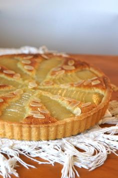 A French classic, the Bourdaloue tart is filled with almond cream, and sweet poached pears making for a delicious treat. Tart Recipes, Sweet Recipes, Gif Recipes, Yummy Treats, Yummy Food, Pear Tart, Poached Pears, Almond Cream, Sweet Bread