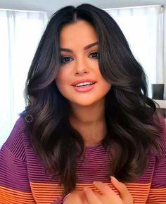 Selena Gomez Casual, Selena Gomez Cute, Selena Gomez Outfits, Ariana Grande Cute, Selena Gomez Photos, Selena Gomez Hairstyles, Brunette Beauty, Hair Beauty, Marie Gomez