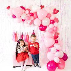 Valentines Photo Booth, Valentine Backdrop, Valentine Mini Session, Valentines Balloons, Valentines Day Decorations, Valentines Diy, Valentine Photos, Tulle Balloons, Photo Balloons