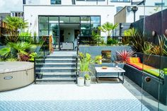 Rent Your Home Out As A Location House - Expert Advice - WeLoveHome - Home Outdoor Garden Rooms, Garden Spaces, Outdoor Living, Outdoor Decor, Garden Furniture, Outdoor Furniture Sets, Love Home, Big Houses, Small Gardens