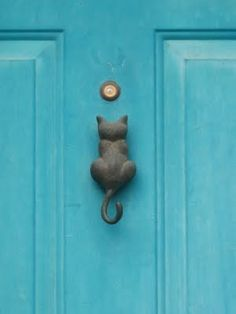 Cool cat door knocker. Love the paint color, too!