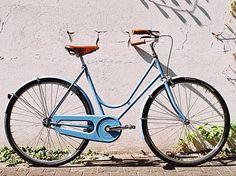 so simplistic, yet so beautiful. my dream summer = a bike, a boy, and a beach