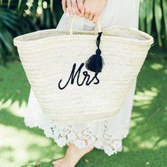 Chic Parisien (@chicparisien) • Instagram photos and videos Chic Wedding, Wedding Gowns, Bridesmaid Gifts, Wedding Accessories, Straw Bag, Engagement, Photo And Video, Videos, Beach