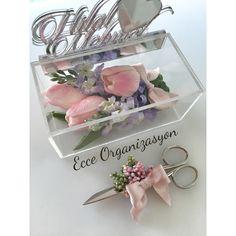 Şeffaf, çiçekli yüzük kutusu