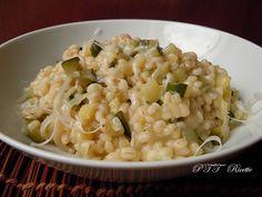 Orzo con zucchine, un primo piatto saporito. #orzo #primopiatto #ricetta #recipe #italianfood #italianrecipe #PTTRicette