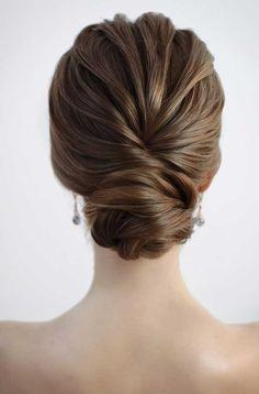 Chignon bun hairstyles are experiencing a major comeback this season. Catch some inspo in our gallery – we have many ideas how to rock a chignon. Curly Hair Styles, Medium Hair Styles, Bridal Hair Buns, Bridal Updo, Low Hair Buns, Low Buns, Easy Chignon, Wedding Hair Inspiration, Wedding Hair And Makeup