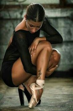 I love this so much! Tattoos and pointe shoes <3