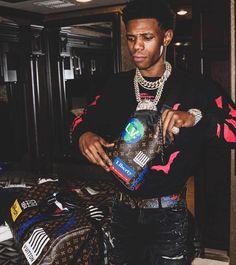 a boogie wit da hoodie Boujee Aesthetic, Aesthetic Songs, Cute Rappers, Boogie Wit Da Hoodie, Rap Wallpaper, Man Crush Everyday, Hip Hop Art, Designer Streetwear, Vinyl Cutter