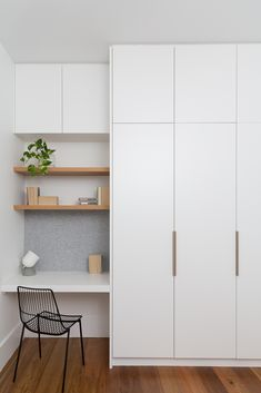 Tiny, simple office nook in white with open blonde wood shelves and felt tack bo. Tiny, simple office nook in white with open blonde wood shelves and felt tack bo… – Bedroom Desk, Closet Bedroom, Home Bedroom, Teen Bedroom, White Wardrobe Closet, Desk Bed, Ikea Wardrobe, Wardrobe Handles, Modern Wardrobe