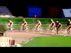 E adesso, sono pronto a scommetterci, tutti ciclisti! Queen - Bicycle Race (Official Video)