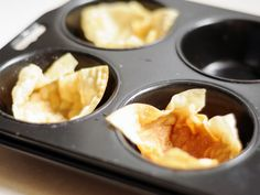 How to Make Baked Wonton Wrapper Baskets. Wonton wrappers can be used to make perfect baskets for holding food, making presentation a delight. Here is how to bake wonton wrappers into little baskets. Baked Wontons, Wonton Wrappers, Vegan Dishes, Baskets, Oven, Appetizers, Pudding, Favorite Recipes, Dinner
