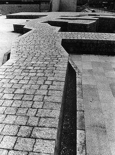 Plaza de Los Fueros, Vitoria-Gasteiz,1979. Luis Peña Ganchegui y Eduardo Chillida.