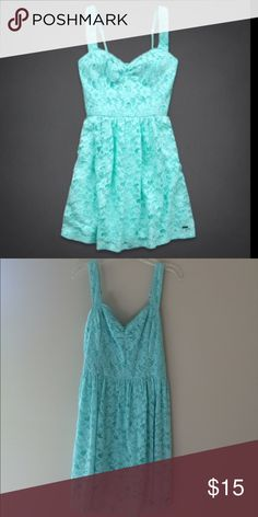 Hollister mint blue green lace dress flattering rucking detail in the bust. perfect for summer holiday parties! Hollister Dresses