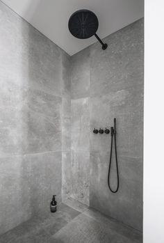 badeværelse brusekabine sort armatur kronos flise