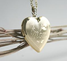 Wedding Jewelry Wedding Necklace Golden Brass Heart Locket Gift For Mom Mother of the Bride Best Mom Necklace Photo Locket Picture Locket Heart Locket, Lockets, Brass Chain, Best Mom, Clear Crystal, Thoughtful Gifts, Mother Of The Bride, Wedding Jewelry, Gifts For Mom