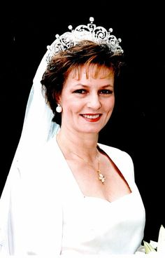 1996 Wedding of Princess Margarita of Romania to Prince Radu Royal Tiaras, Royal Jewels, Crown Jewels, Queen Crown, King Queen, History Of Romania, Margarita, Romanian Royal Family, Victorian Paintings