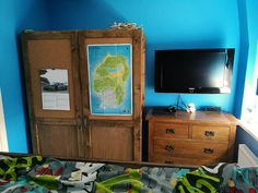A DIY bulkhead box room bed and bedroom makeover post. Ideal bedroom decor idea for teenagers. Check out our home makeover post and Si's clever DIY. Box Room Bedroom Ideas For Kids, Box Room Beds, Blue Bedroom, Bedroom Decor, Teen Bedroom Designs, Diy Wardrobe, Cork Crafts, Diy Bed, Clever Diy