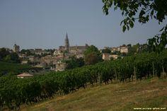 Le vignoble et le village de Saint Emilion (33)