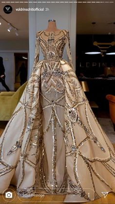 Glam Dresses, Event Dresses, Pretty Dresses, Fashion Dresses, Fantasy Gowns, Gowns Of Elegance, Beautiful Gowns, Evening Gowns, Designer Dresses
