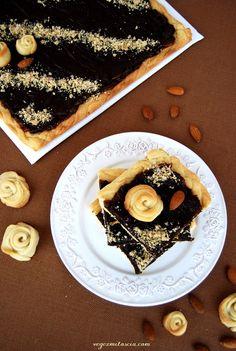 Prune, chocolate and almond cake | vegan | vegezmiloscia.com