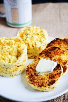 low carb 'red lobster' cheddar bay biscuits....3 minutes in the microwave!