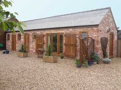 The Old Stables - Rutland Holiday Cottage Stone Cottages, Stone Houses, Transformer Un Garage, Barn Conversion Interiors, Barn Renovation, Small Barns, Exterior Makeover, Farm Barn, Industrial House
