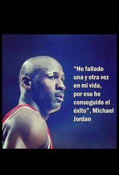 """""""He fallado una y otra vez en mi vida, por eso he consequido el exito"""" Frases Michael Jordan en espanol #Fallar #Exito"""