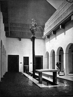 Courtyard of the Austrian Pavilion at the Werkbund exhibition, Cologne, Germany, 1914.  // Oskar Strnad