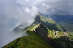 Clouds rolling in over the Brienzergrat in the Bernese Highlands. The view looks to the west over the ridge, showing the Highlands to the left and Entlebuch to the right. Places In Switzerland, Switzerland Vacation, Lucerne Switzerland, Top Of The World, Weekend Trips, Beautiful Landscapes, Travel Inspiration, Waterfall, Scenery