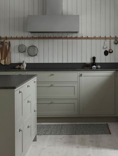Classic Shaker kitchen handpainted in a pale grey color. Limestone countertop and a large kitchen island.Get more kitchen inspiration and Scandinavian Kitchen Fan, Kitchen Time, Shaker Kitchen, Rustic Kitchen, Kitchen Decor, Kitchen Cabinets, Kitchen Island, Kitchen Liners, Cuisines Design