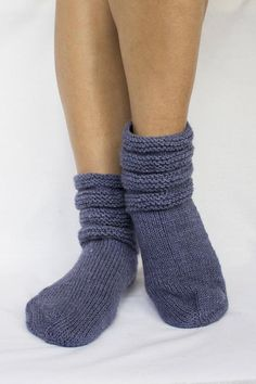 Knitted socks home socks socks slippers wool socks warm Gestrickte Booties, Knitted Booties, Baby Booties, Knitted Slippers, Knit Mittens, Knitting Socks, Hand Knitting, Winter Socks, Warm Socks
