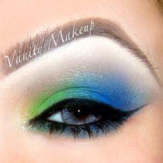 The blue and green are from the 88 original coastal scents palette and I used Mac soft brown to blend out :) Oh and No lashes #vanitymakeup - @vanitymakeup