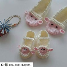 # tbt❤️mi I do with my most popular Kuzulu booties💓. … – Knitting News Crochet Cow, Crochet Baby Boots, Crochet Baby Sandals, Knit Baby Booties, Crochet Socks, Baby Girl Crochet, Love Crochet, Knitting Socks, Baby Knitting