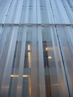 reflective glass and opaque glass facade Building Skin, High Building, Building Facade, Retail Facade, Shop Facade, Cladding Design, Facade Design, Fritted Glass, Detail Architecture