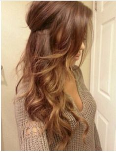 "Great hair colour, apparently ""Light brown hair with ombré highlights. Hair Day, New Hair, Your Hair, Messy Curls, Soft Curls, Brown Curls, Wavy Curls, Corte Y Color, Hair Styler"